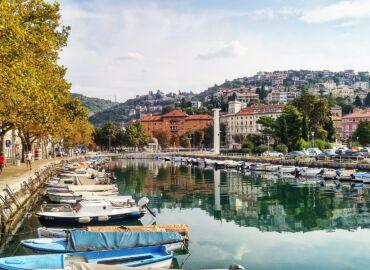 Odkryj piękne plaże, zatoki i wyspy północnej Chorwacji – Loty z Szyman do Rijeki i samochód na tydzień za 576 PLN!