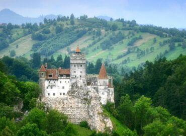 Odwiedź zamek Hrabiego Draculi w bajkowej Transylwanii – Loty z Warszawy i samochód na tydzień za 525 PLN