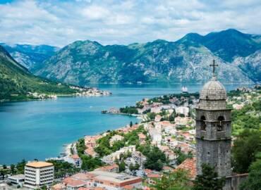 Road-trip szlakiem atrakcji Czarnogóry i relaks nad Adriatykiem – Loty z Krakowa i samochód na tydzień tylko 315 PLN!