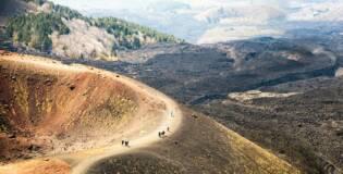 Słynny wulkan Etna, księżycowe pejzaże i sycylijskie winnice – Loty do Katanii i samochód na tydzień tylko 349 PLN!