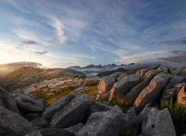 Dwa oblicza Grecji: Popularne Korfu i nieznana górzysta kraina Epirus – Komplet lotów plus prom za 532 PLN!