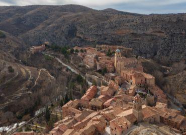 Bajkowe miasteczko ukryte w górach Aragonii – Loty, auto i cztery noclegi w Albarracín za 814 PLN (754 PLN z WDC)