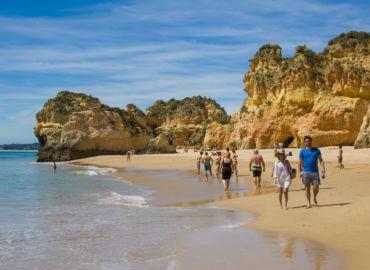 Skały i plaże słonecznego Algarve: loty + auto + 6 noclegów tylko 904 PLN!