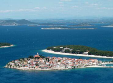 Lipcowy tydzień na Wybrzeżu Dalmatyńskim wśród chorwackich plaż i wysp – Loty do Zadaru, samochód i noclegi za 1021 PLN!
