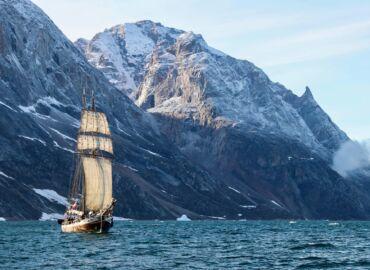 Fiordy, lodowce, wieloryby i polowanie na zorzę – Loty na Grenlandię, transfer łodzią oraz przelot helikopterem za 3611 PLN!